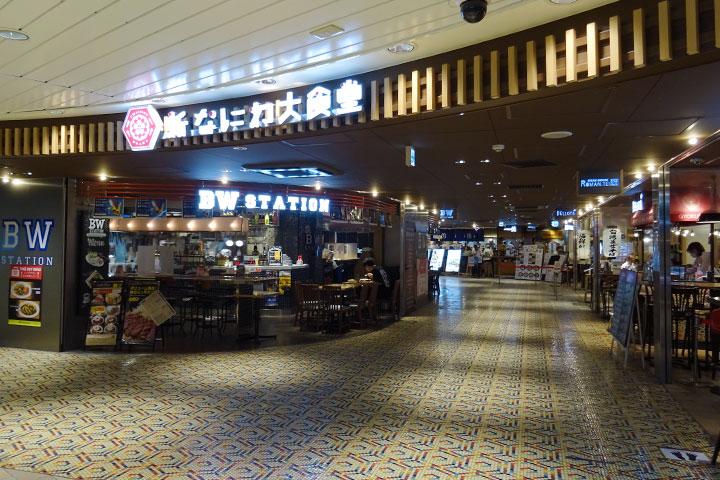 """新大阪站的美食广场""""新浪速大食堂"""""""