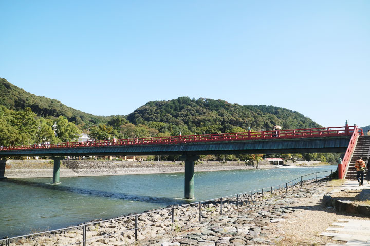 宇治川上的朝雾桥