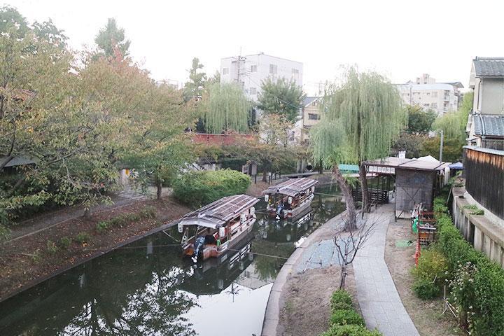 沿着伏见的酒窖和水边美景线路游览的十石舟
