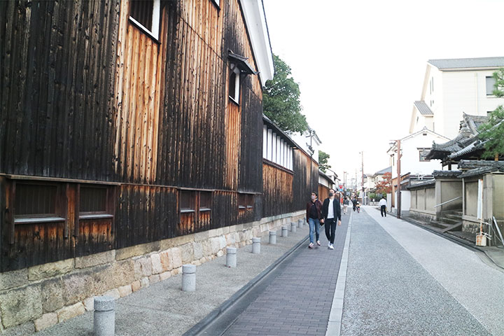 在酒窖小城伏见随意漫步