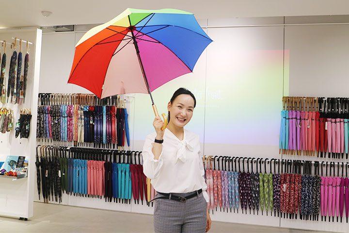 陈列有2000种雨伞的世界最大的雨伞专卖店Waterfront